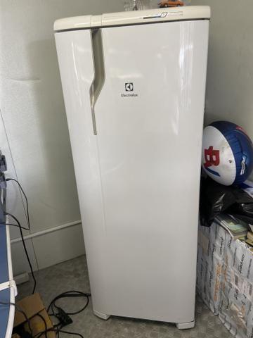 Geladeira eletrolux 390 lt - Foto 2
