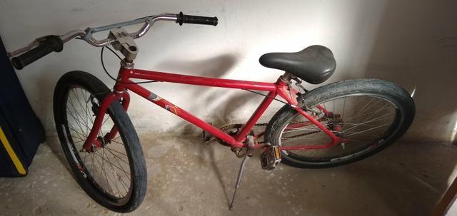 Vendo um bicicleta Ferrari ela só precisa trocar o pneu dianteiro - Foto 5