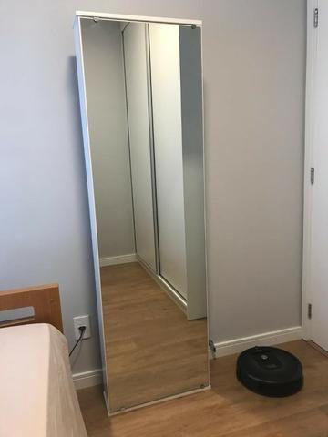 Sapateira de parede com espelho