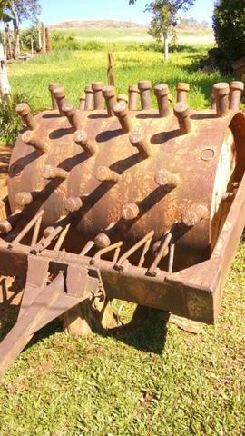 Rolo Compactador rebocável pé de carneiro