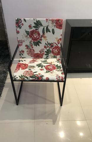 Cadeira de ferro com design moderno