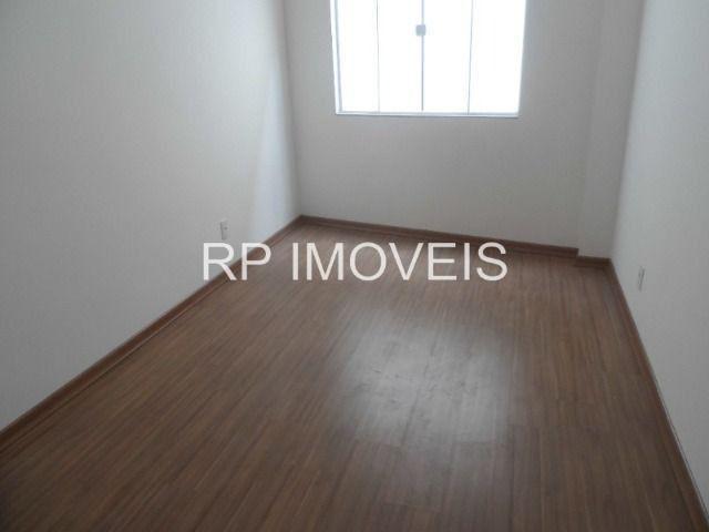 Ótimo Apartamento com 2/4 sendo 1 suíte - Área externa - 2 vagas de garagem - Foto 6