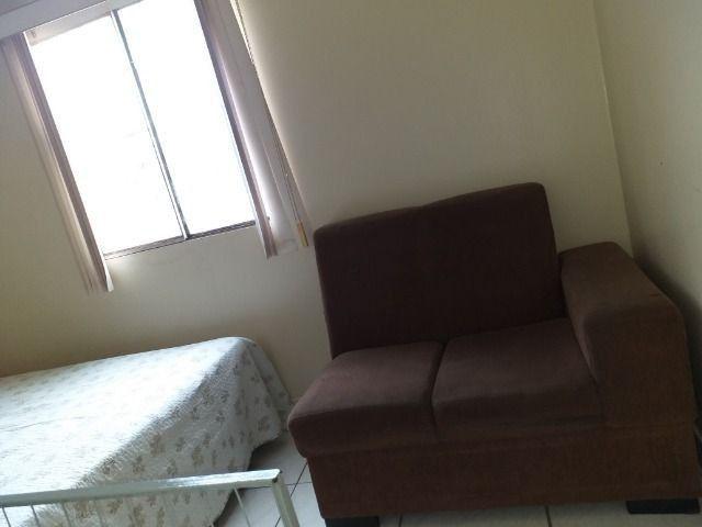 Aluga-se kitnet mobiliada em ótima localização - Foto 9