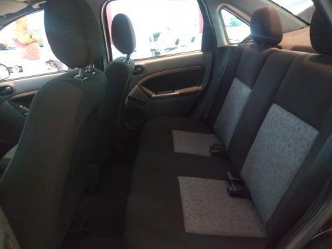 Ford Fiesta Sedan 1.0 4P Flex 2010/2011- Completo, segunda dona, perfeito estado - Foto 4