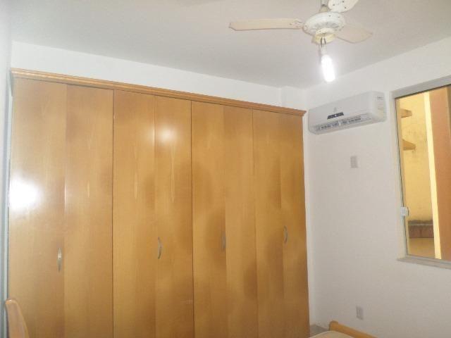 Ondina - Apartamento de quarto e sala com varanda de frente para a Avenida - Foto 11