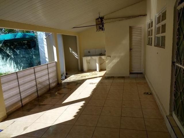 Lote 360 m2 com casa estilo barracão no fundo - Foto 6