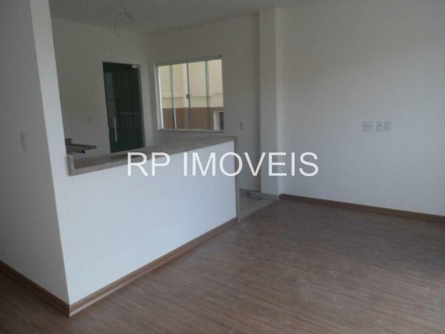 Ótimo Apartamento com 2/4 sendo 1 suíte - Área externa - 2 vagas de garagem - Foto 5