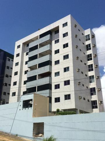 Apartamento em Candelária - Ed. João Mendonça - 130m2 - Oportunidade
