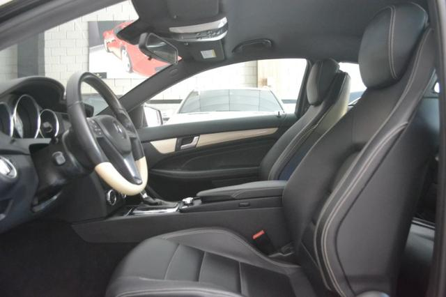 Mercedes Benz C180 1.6 CGI Coupe. Preta 2012/12 - Foto 5