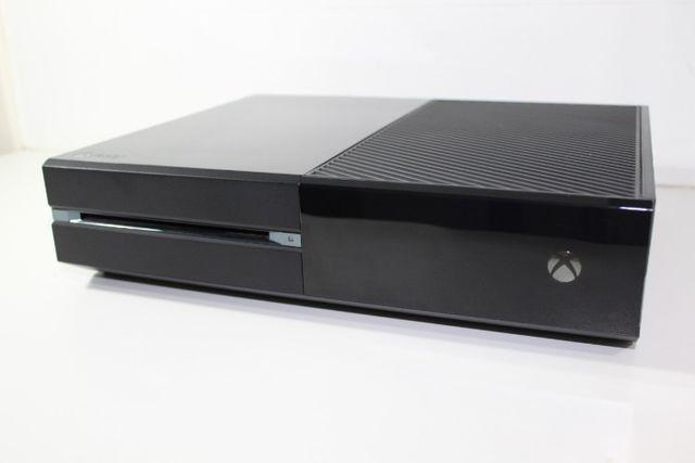 Xbox One 500 Gb + GTA V + Battlefield 4 + Bateria + Adaptador p/ headset - Foto 2