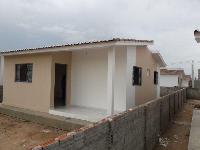 Vende-se ou troca-se por carro, uma casa nova recém construída em condomínio fechado