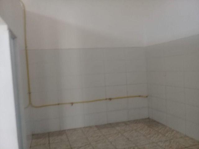 900,00 alugo salão comercial com cozinha - Foto 4
