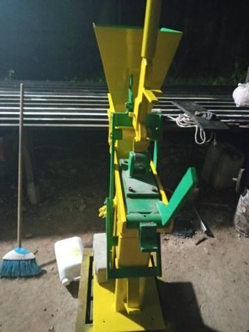 Maquina de fazer tijolinho ecológico solo cimento - Foto 3