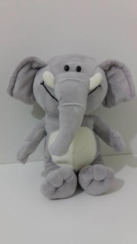 Lindo elefante de pelúcia