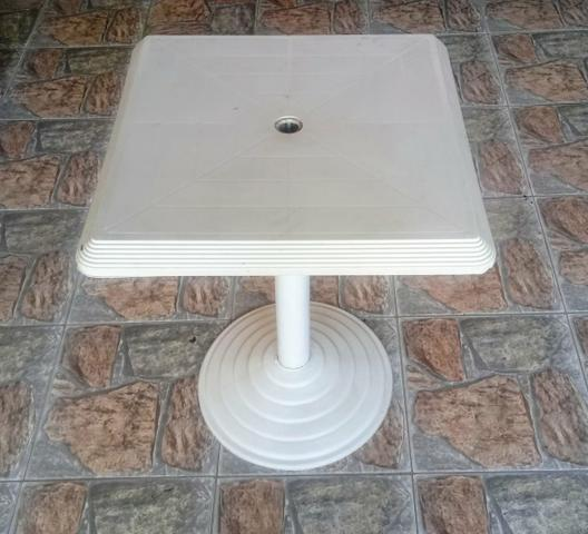 Mesa em plástico