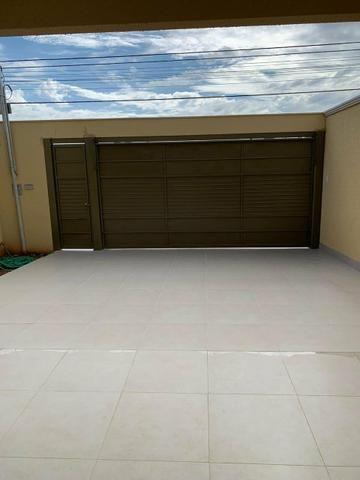 Casa nova 3 suítes plenas, sala com pé direito duplo, porcelanato, financia - Foto 2