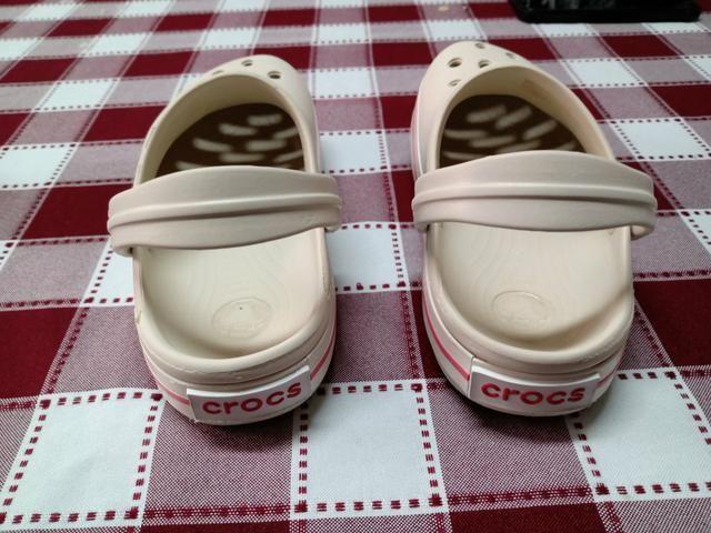 Vendo sandália CROCS infantil - Foto 2