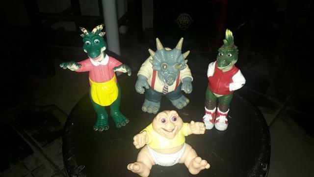 Bonecos família dinossauro