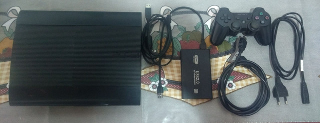 PS3 ultra slim destravado 320 giga e 500 HD externo