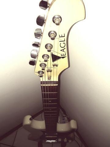 Guitarra Eagle Strato + Pedal Blues Driver Boss (em promoção)