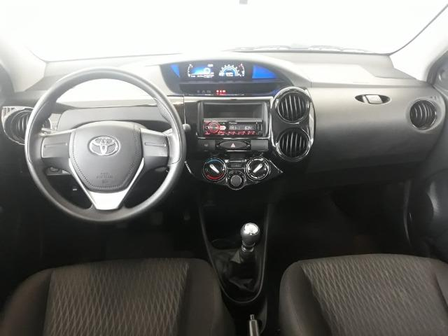 Toyota Etios Sedan X Manual 2018 - Foto 5