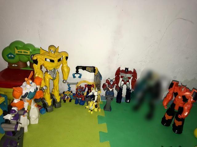 Coleção de bonecos transformes