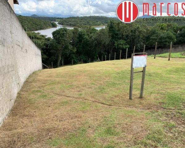 Lote de 360 m² em Meaipe com fundo para a lagoa e cercado.