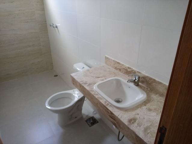 Casa nova 3 quartos sendo 1 suíte, porcelanato, prox a avenida t-63, financia - Foto 8