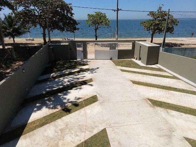 Apartamento térreo, com fino acabamento, frontal a Lagoa em Praia Linda, pé na areia - Foto 4