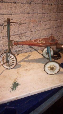Triciclo antigo. decada 60