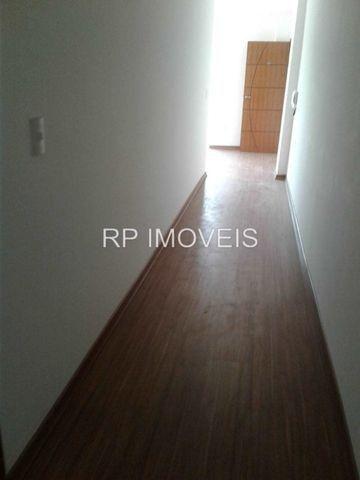 Ótimo Apartamento com 2/4 sendo 1 suíte - Área externa - 2 vagas de garagem - Foto 9