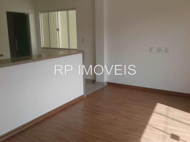 Ótimo Apartamento com 2/4 sendo 1 suíte - Área externa - 2 vagas de garagem - Foto 8