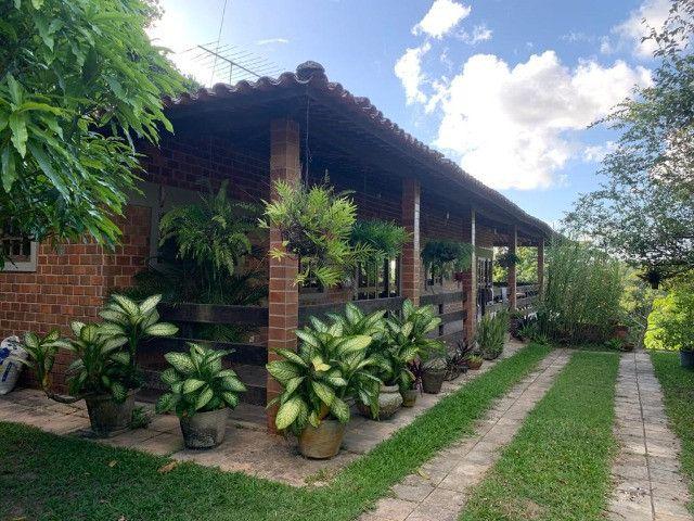 Casa rústica com mirante, em condomínio de Aldeia
