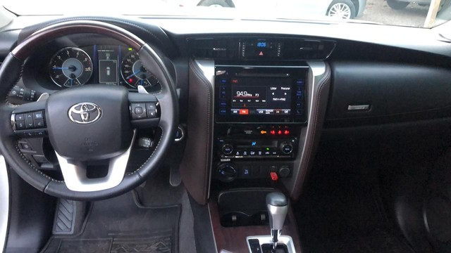 "Toyota Hilux sw4 diesel 4x4 srx ""abaixo da Fipe"" 7 lugares 2019 impecável!!! - Foto 5"
