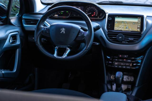 Peugeot 208 Grife 1.6 - Com Teto - Top - Impecável - Foto 6