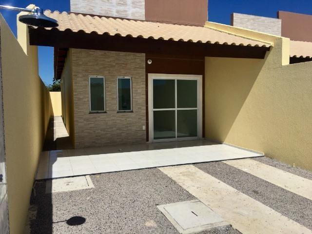 Linda casa com documentação gratis : 2 quartos , 2 banheiros , 2 vagas de garagem - Foto 2