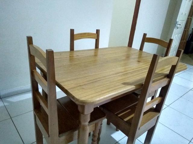 Estou vendendo esta mesa madeira pura - Foto 2