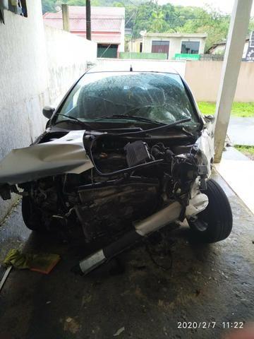 Vendo carro batido documentado, media monta - Foto 4