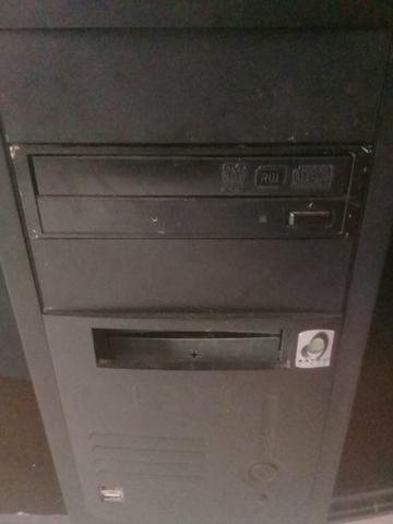 Vendo esse computador completo está focionado só está precisando formata $90reais - Foto 2