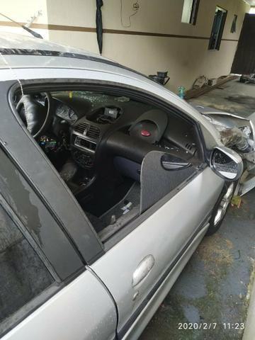 Vendo carro batido documentado, media monta - Foto 2