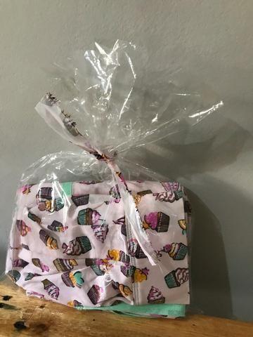 Jogo Touca + Avental -cupcake- sob encomenda - Foto 4