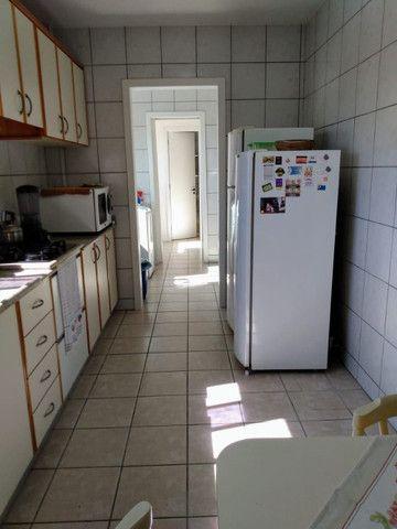 Apartamento vista mar com 3 dormitórios e 2 garagens no centro de Balneário Camboriú - Foto 18