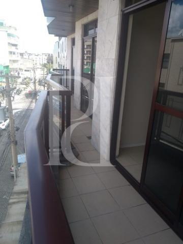 Apartamento para alugar com 3 dormitórios em Centro, Cabo frio cod:AP00471