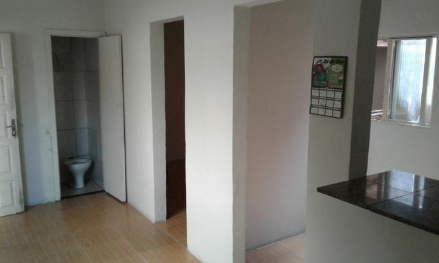 Casa nos fundos - 2 quartos Sala Cozinha 1 Garagem - Foto 8