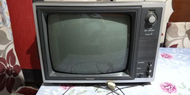 Tv phico anos 80 funcionando preto e branco - Foto 3