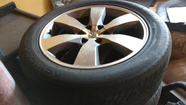 Rodas com pneus aro 20 Hilux - Foto 2