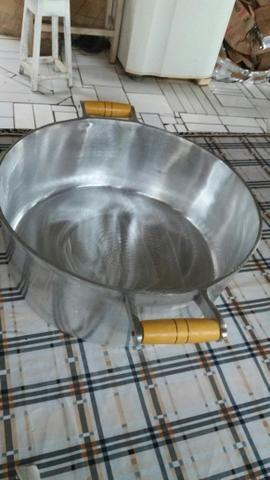 Panela de alumínio batido e fundido 12 litros com tampa