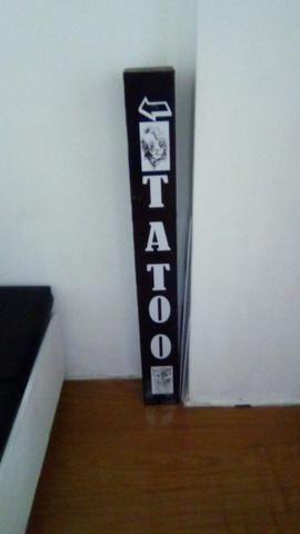 Vendo placa com luminárias para tatuagem ou salão de beleza