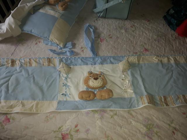 Protetor de berço para menino e bolsa