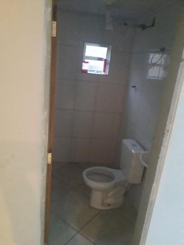 Alugo 2 cômodos para casal ou solteiro - Foto 5